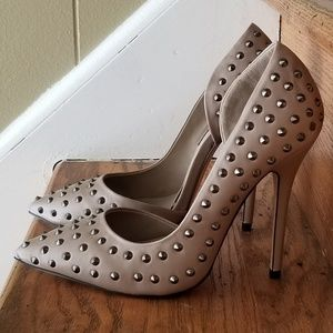 Isabella Rue metal spike Taupe Pumps